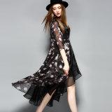La lunghezza Floal del ginocchio dell'abito nero ha stampato il vestito Lace-up dalle donne