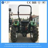 4X4の小型かコンパクトまたは小さくまたは芝生または庭のトラクターを耕作する農業