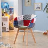 Eames Patchwork, das Stuhl-Möbel speist
