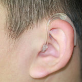 Los audífonos BTE Super potencia para la pérdida auditiva profunda