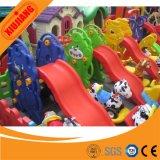 Скольжение привлекательной системы игры школы малое пластичное для детей