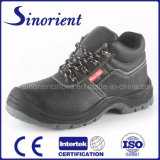 O calçado de segurança de couro com tampa de fecho de aço RS008f