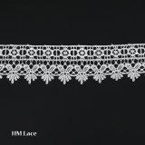 6.2cmの乳白色オフホワイトの花のカーテンのレースおよび衣服のアクセサリのためのポリエステルトリムのレース