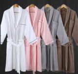 標準的なショールカラー綿の白いバスローブテリーかベロアのホテルの浴衣