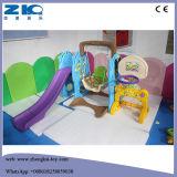 Скольжение Multi-Colour отборной крытой игры детей пластичное с качанием и баскетболом