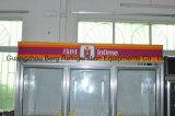 Refrigerador comercial do indicador da porta de vidro no supermercado
