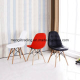 木製の白いプラスチック食事の子供の椅子