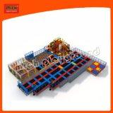 O parque de diversões grande trampolim comercial interior