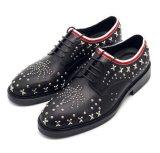 古典的なメンズ革人のための形式的な靴様式