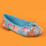 Bombas azules de las muchachas de los cabritos que bailan los zapatos con Bowknot