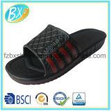 人および女性のエヴァのスリッパの靴