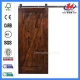 Двери амбара оборудования покрашенные шкивом