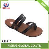 La nueva zapatilla de hombre PU negro Sandalia de zapatilla de moda al aire libre