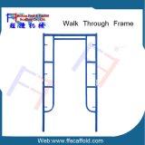 Caminhada de andaimes da estrutura através da estrutura de andaimes