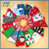 medias de las decoraciones de la Navidad para los ornamentos caseros del árbol de navidad