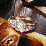 À la mode et simple de luxe en alliage de quartz Diamond-Encrusted fleur montre-bracelet Bracelet