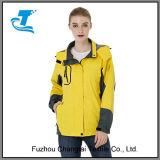 Куртка дождя женщин с капюшоном облегченная водоустойчивая
