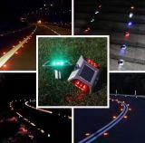 Pôle d'origine d'usine LED solaire goujon de la route des feux de position de contrôle avec la lumière du soleil