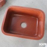 Doppia cucina di superficie solida bianca sotto il dispersore del supporto
