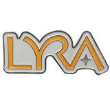 El logotipo de metal de color antiguo letra insignia de solapa (xd-0901)