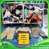 판매를 위한 중국에서 가마니 가격에 있는 남자 짧은 바지 사용된 옷