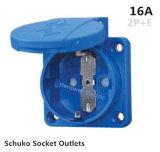青いSchukoのパワープラグ/ドイツのタイプ