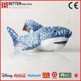 子供のためのギフトによって詰められる鮫の柔らかい抱擁のおもちゃのプラシ天