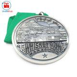 ライン夜実行のマラソンメダルの幸せな実行