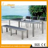 便利デザイン屋外のクッションが付いている庭によってブラシをかけられるアルミニウムPolywoodの椅子そして長方形のダイニングテーブルの一定の家具
