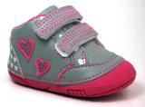 2018美しいデザインかわいい幼児は柔らかい女の子の赤ん坊靴に蹄鉄を打つ