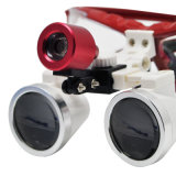 A lupa dental binocular cirúrgica do dentista e a lâmpada leve principal do diodo emissor de luz ajustam a distância de funcionamento da ampliação - Maggie