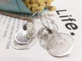 アクセサリーデザイナー銀のたがの女性の方法イヤリング