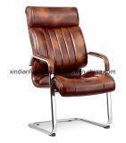 オフィスのためのアルミニウムベースおよびArmrestの旋回装置の革主任の椅子