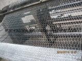 電流を通された六角形の鋼線の網