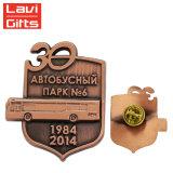 卸し売りカスタム金属の記念品の骨董品の銅バス車の折りえりピン