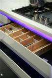 Armadio da cucina astuto di alta lucentezza moderna bianca LED del campione libero