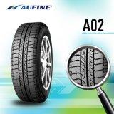 El neumático superior califica el neumático del coche del verano con Saso