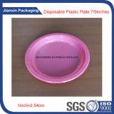 As placas das partes de plástico descartáveis coloridos