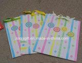 Bolso levantado brillo del regalo de la impresión del grano de la bolsa de papel de embalaje del regalo del bebé de la impresión