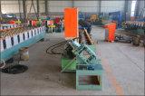機械を形作る金属のスタッドロール