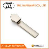 Beutel fertigen Zubehör-Schweber-Befestigungs-Nylonmetallreißverschluss-Abzieher kundenspezifisch an