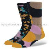 Сверхсчетные покрашенные носки типа способа людей в стиле фанк