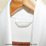 ロゴの低価格の綿の浴衣が付いている高級ホテルのワッフル