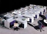 Poste de travail moderne de bureau de 4 portées avec le bureau d'ordinateur de partition de panneau