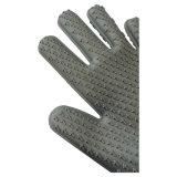台所用品のベーキングBBQのための耐熱性長いシリコーンゴムの手袋