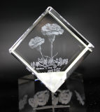 Kubus van het Kristal van het Glas van diverse Ontwerpen de Goedkope met OEM de Gravure van het Embleem