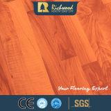 8.3Mm de vinilo E1 AC3 de madera de nogal con relieve U ranurado resistente al agua Los suelos estratificados Arce