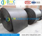 Materiali alla rinfusa del trasportatore di estrazione mineraria che passano per il nastro trasportatore