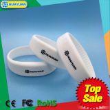 Braccialetto classico di ginnastica 1K RFID del silicone MIFARE di marchio di Debossed