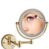 Miroir allumé fixé au mur de salle de bains